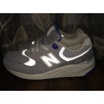 Tênis New Balance NB 999 Masculino Cor Cinza com Detalhe Azul