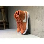 Tenis cano longo Nike modelo Sb zoom Blazer unissex cor laaranja com detalhes beije 1306EL